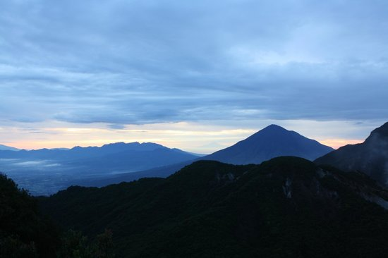 Mount Papandayan : sunrise!