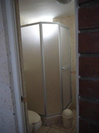 Hostal La Casa de Margott : Private bathroom
