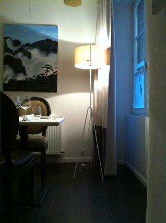 L'Atelier du Peintre : Simple but handsome decor.