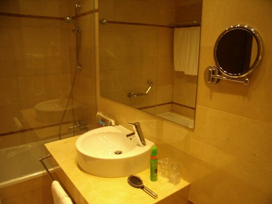 Hyltor Hotel: Part af badeværelse