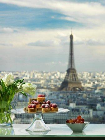 Hyatt Regency Paris Étoile: View from a room