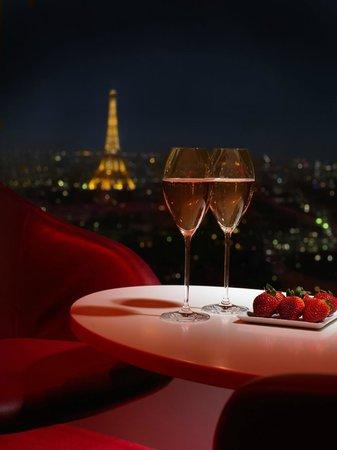 Hyatt Regency Paris Étoile: La Vue Bar