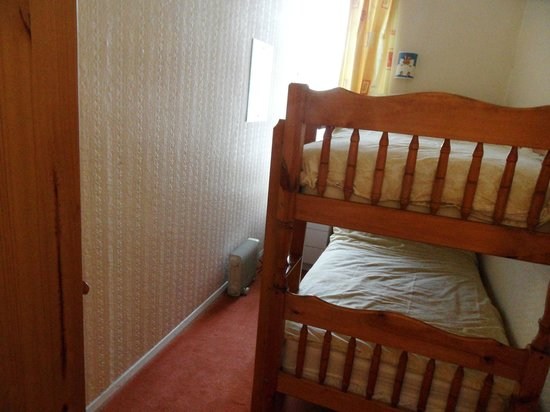 Appletorre House Holiday Apartments: Flat 7 separate bedroom with bunk bed