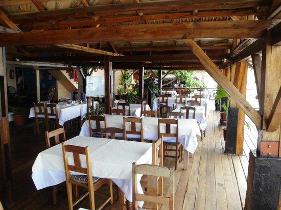 Aviavy Hotel: salle de restaurant