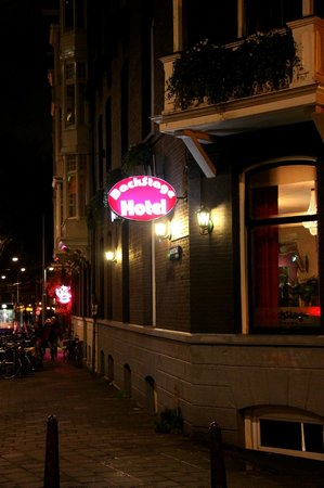 BackStage Hotel Amsterdam: View of Hotel by night