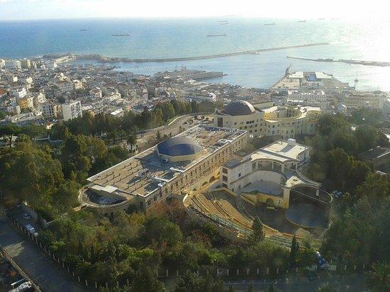 El Aurassi Hotel: Una vista dal corridoio.