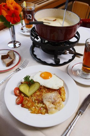 Hotel Oberland Restaurant: Our famous Rösti and Fondue