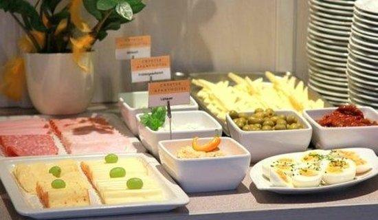 Crystls Aparthotel: Frühstücksbuffet