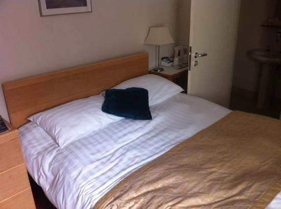 London City Hotel: a cama