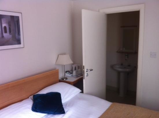 London City Hotel: cama + wc