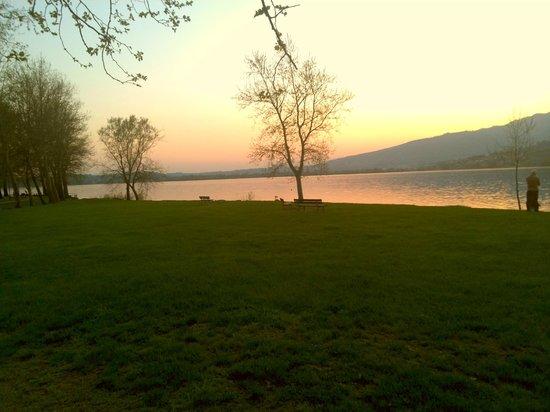 Parini Hotel: tramonto sul lago,di Pusiano a 300 m dall'hotel