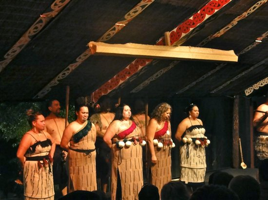 Tamaki Maori Village: Chants