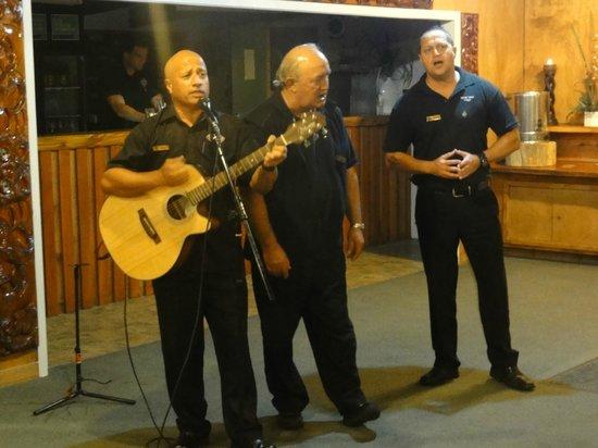 Tamaki Maori Village: Les chants d'aurevoir