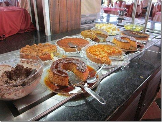 Auramar Beach Resort: cakes