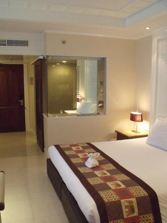 Royal Cliff Beach Hotel: room - with a glass wall separating the bathroom !