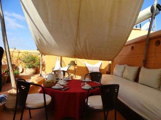 Riad Ennafoura : Petit déjeuner sur le toit