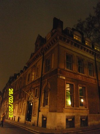 YHA London St Pauls: Exterior - road leading right is to St Pauls cath.
