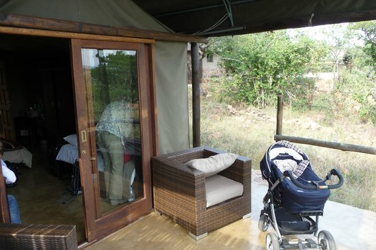 Wild Ivory Eco lodge: Patio in front of the tent