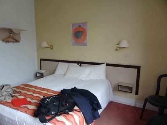 Hôtel Moderne : hotel room