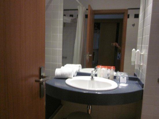 Holiday Inn Express Valencia Ciudad Las Ciencias : Lavabo