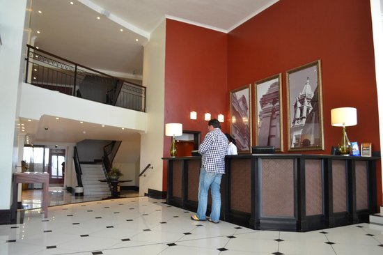 Protea Hotel by Marriott Port Elizabeth Marine: Reception area