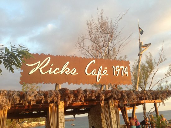 Jamisland Day Tours : Rick's Cafe Just before Sunset