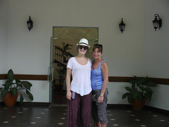 Serene Grand Hotel: Hotel entrance