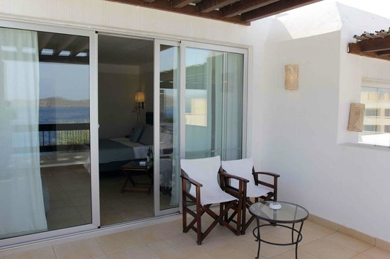 Tui Sensimar Elounda Village Resort & Spa by Aquila: View of the room from the courtyard
