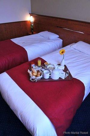 Brit Hotel Nantes La Beaujoire - L'Amandine : chambre lits jumeaux