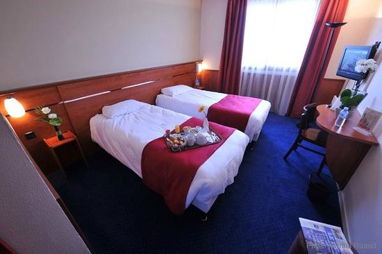 chambre avec lits jumeaux photo de brit hotel nantes la beaujoire l 39 amandine nantes. Black Bedroom Furniture Sets. Home Design Ideas
