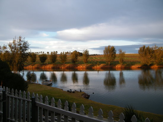 Stonewell Cottages: cupids cottage lake view