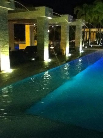 Hamilo Cove Wreck: clubhouse pool