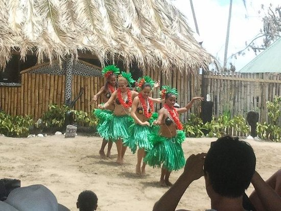 Robinson Crusoe Island Resort: Lovely Culture show  ~long