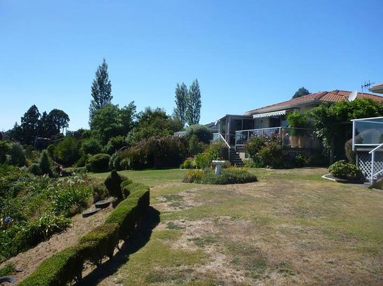 Riverview B & B Taupo : from neighbours