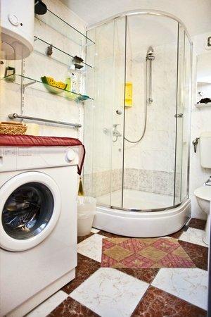 Split Apartments - Peric Hotel: Bathroom