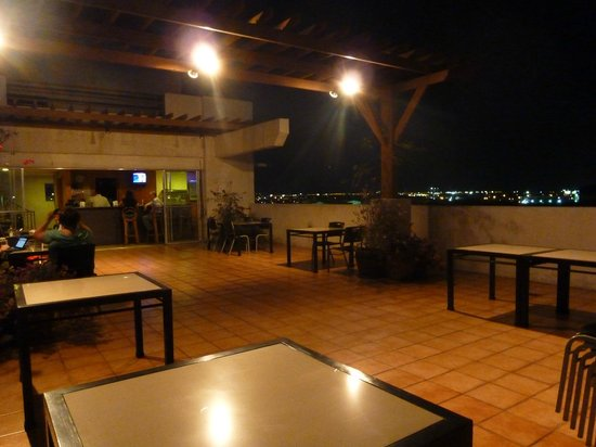 Nichols Airport Hotel: bar-terrazza all'ultimo piano