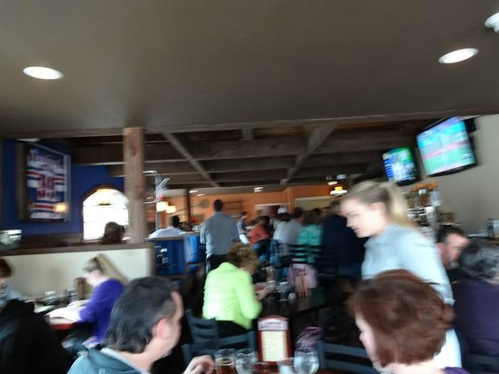 Downtown City Tavern: Friendly Crowd