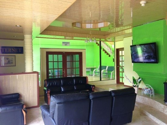 Airport Suites Hotel : Lobby