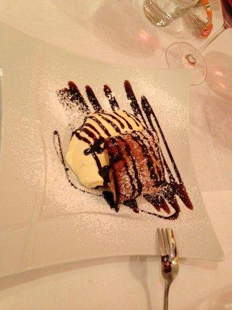 Trattoria Al Capitello: sfoglia con crema pasticcera e cioccolato