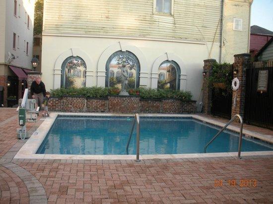 أفنيو بلازا ريزورت: This pic doesn't do the pool area justice.  AWESOME pool area.