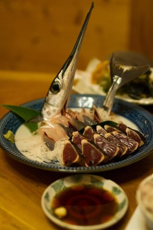 Pension Blue Drop : Final dinner. Seared bonito (in the front) and another fish caught only an hour or 2 earlier.