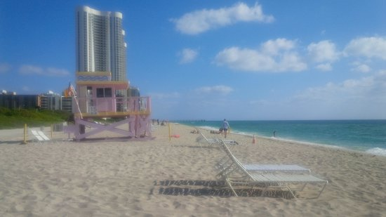 Ramada Plaza Marco Polo Beach Resort : Haulover Beach