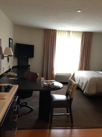 Candlewood Suites Chicago Libertyville: Studio Suite - Open Floor Plan ~400SF