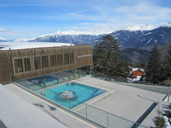 Hotel Des Masques: les bains avec vue sur les alpes