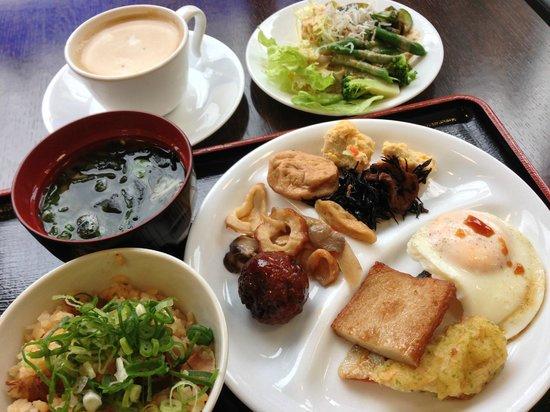 Nishitetsu Inn Kochi Harimayabashi: バイキングの朝食