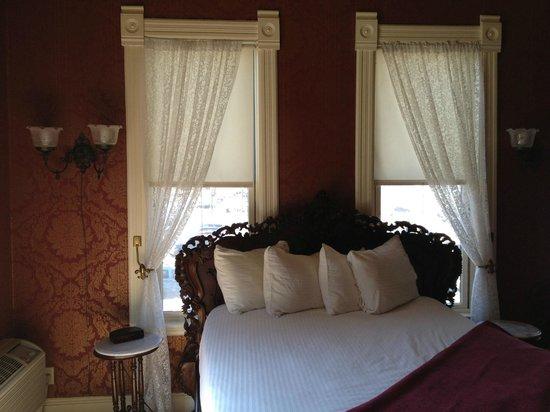 Water Street Inn: Bed