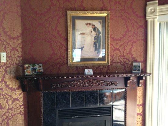 Water Street Inn: Gas fireplace