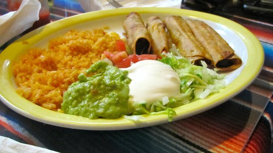 El Puerto Mexican Restaurant: Flautas