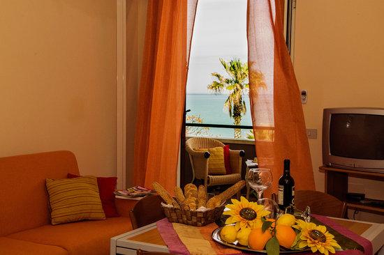 Residence Eloisa: appartamento con balcone vista mare