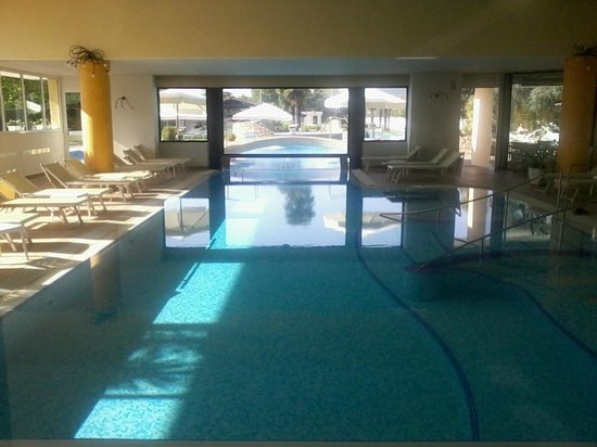 Piscina interna picture of wellness hotel terme delle for Piscina wellness roma
